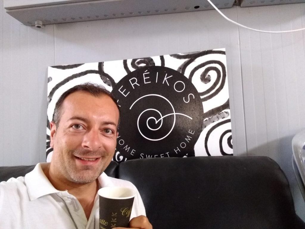 Pausa caffè nell'angolo bar dell'azienda Fereikos